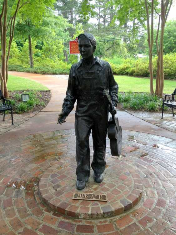 Statue of Elvis at 13 years old.