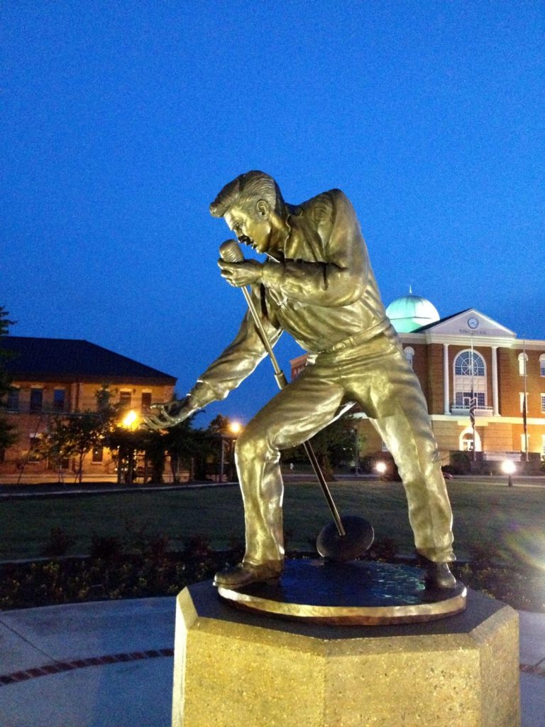 Bronze statue of Elvis in front of Tupelo City Hall