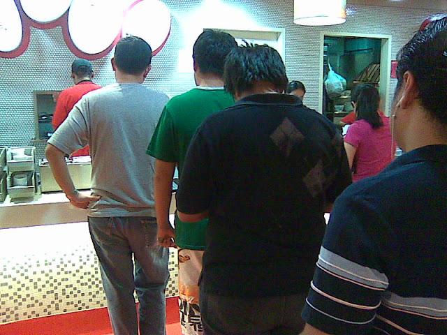Line at Tapa King